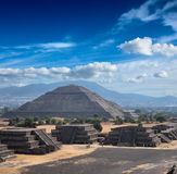 teotihuacan pyramider fotografering för bildbyråer