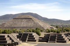 Teotihuacan pyramider i Mexico Royaltyfri Bild