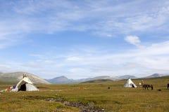 Tepees des peuples de Dukha en Mongolie du nord photo libre de droits