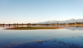 Teppe rosse jezioro w Corsica obrazy stock