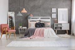Teppich im Raum lizenzfreie stockfotografie