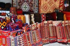 Teppiche im Markt Stockbilder