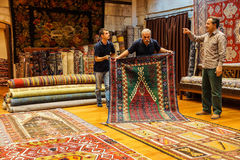 Teppichverkäufer setzten an eine Show Stockbild