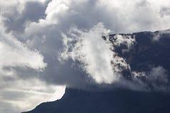 Tepui Kukenan в облаках Держатель Roraima Венесуэла, Стоковые Фото