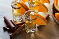 Tequila με το πορτοκάλι και την κανέλα Στοκ Φωτογραφία