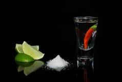 Tequila с chili на черной предпосылке Стоковое Изображение RF