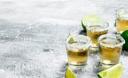 Tequila avec des cales de chaux image libre de droits