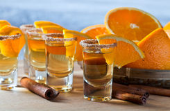 Tequila avec l'orange et la cannelle Photographie stock libre de droits