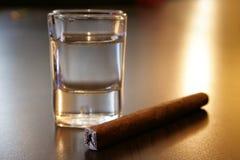 Tequila e un sigaro Fotografia Stock Libera da Diritti