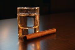 Tequila e un sigaro Immagine Stock