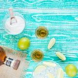 Tequila en vidrios y frutas de la cal Imagen de archivo