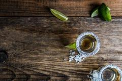 Tequila med limefrukt royaltyfria foton