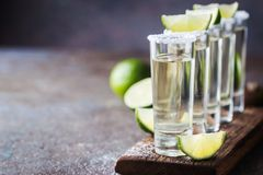 Tequila mexicaine d'or photographie stock