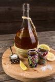Tequila mit einer Zitrone und einem Salz Stockfotografie