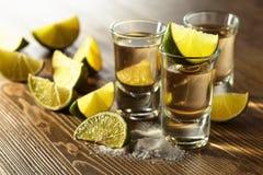 Tequila mit Salz und Kalk Lizenzfreies Stockfoto