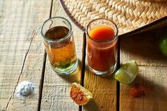 Tequila, sangrita und Zitrone Lizenzfreie Stockfotos