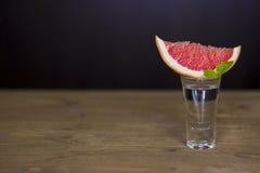 Tequila strzelający z grapefruitowym Fotografia Stock