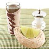 Tequilaschußsombrero und -kalk Lizenzfreie Stockfotos