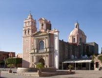 Tequisquapan教会和正方形  免版税库存照片