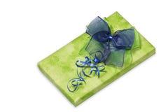 Teraźniejszość z zielenią i błękitnym łękiem Obraz Royalty Free