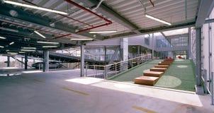 Teracce de un edificio de oficinas moderno Fotografía de archivo libre de regalías