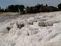Teracces de travertin dans Pamukkale photographie stock libre de droits