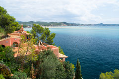 Terace e balcão da casa de campo de Hause do verão no lado de mar de Mallorca imagem de stock