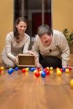 Terapéutico divertido para de a la mujer discapacitada mentalmente - Fotos de archivo