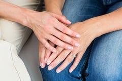 Terapeuta pociesza jej pacjenta obrazy royalty free
