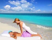 Terapia caraibica della vita di shiatsu di massaggio della spiaggia Immagine Stock