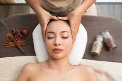 Terapia da massagem da cabeça de Ayurvedic na testa facial imagens de stock royalty free