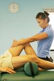 Terapia da massagem - massagem do pé Fotografia de Stock
