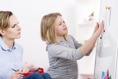 Terapia del gioco per disordine di autismo fotografia stock libera da diritti