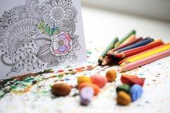 Terapia di colore e di arte Anti libro da colorare dell'adulto di sforzo Fotografia Stock Libera da Diritti
