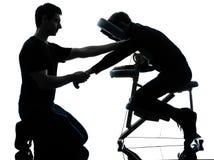 Terapia di massaggio dei braccioli di mani con la sedia Fotografia Stock
