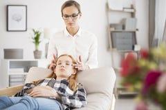 Terapia di massaggio per distensione della tensione Fotografie Stock Libere da Diritti