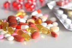 A terapia diferente da mistura do montão da cápsula dos comprimidos das tabuletas droga a medicina antibiótica da farmácia da gri imagens de stock
