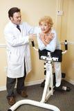 Terapia física de la quiropráctica foto de archivo libre de regalías