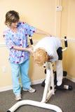 Terapia fisica - stirata della spina dorsale Fotografia Stock Libera da Diritti