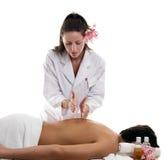 Terapias da massagem - cortando fotografia de stock