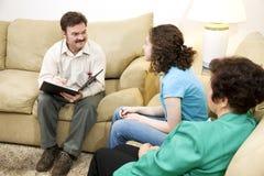 Terapista preoccupantesi della famiglia Fotografie Stock Libere da Diritti