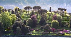 Terassenförmig angelegte Gärten auf dem Küstenvorland von See Como Lizenzfreie Stockfotos