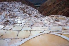 Terassenförmig angelegte Salzpfannen alias Stockbilder