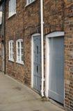 Terassenförmig angelegte Häuser des Ziegelsteines in Hungerford. Großbritannien Stockbilder