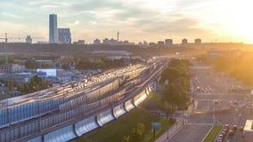Tercer Ring Road en la opinión aérea del timelapse de la puesta del sol del tejado Moscú, Rusia metrajes