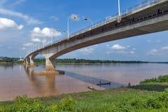 """Tercer Thai†""""Lao Friendship Bridge sobre el río Mekong que conecta Tailandia con Laos Imagenes de archivo"""