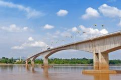 """Tercer Thai†""""Lao Friendship Bridge sobre el río Mekong que conecta Tailandia con Laos Fotos de archivo"""