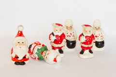 Tercet Santa & Mrs Claus rocznika Solankowi & Pieprzowi potrząsacze fotografia royalty free
