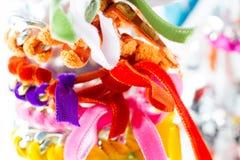 Terciopelo y pulseras de cadena Imagen de archivo
