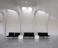 terenów krzesła opróżniają wewnętrznego czekanie obraz royalty free